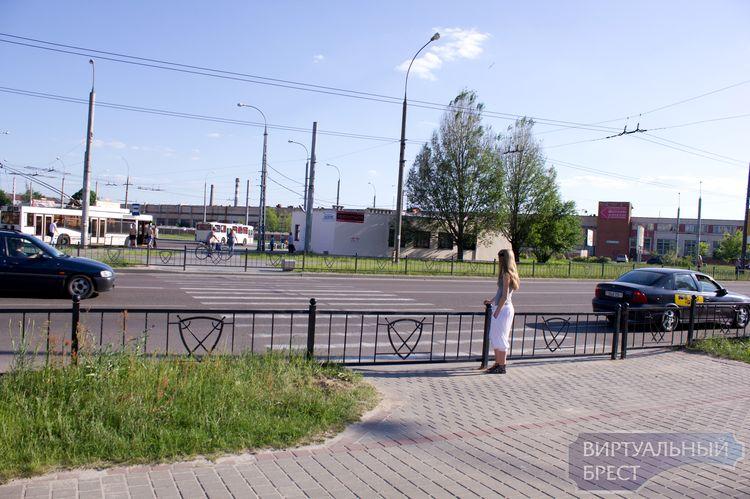 Пешеходный переход на ул. Суворова у остановки Цветотрон закрыт -фото