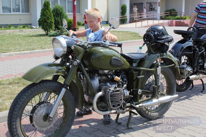 """5-й ежегодный фестиваль авто-мото-вело-ретро техники """"Планета Железяка 2012"""""""