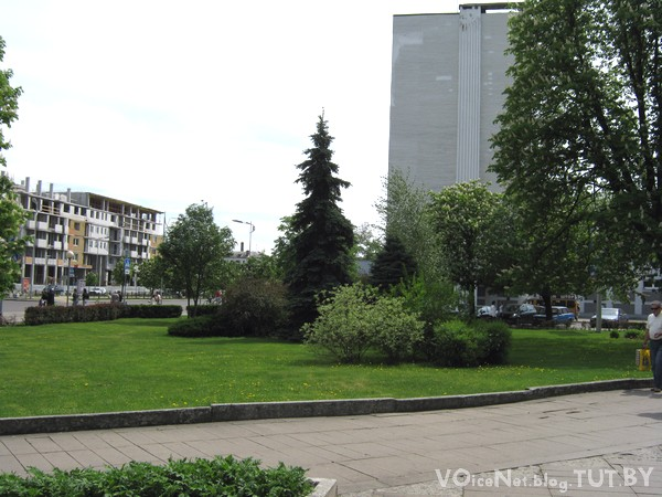 На территории брестского Университета им. Пушкина обосновался БОМЖ