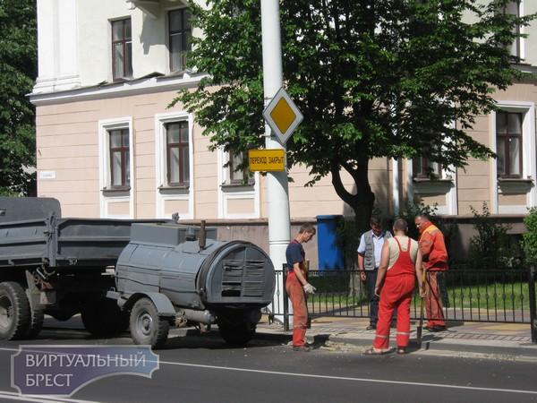 Затянувшееся перекрытие пешеходного перехода на ул Ленина представляет опасность